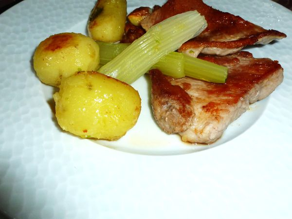C'est pour hier ou quoi !!! oeuf mollet pâte fraîche, levure de porc pommes de terre sautées à l'huile d'olive. Polenta fine de maïs