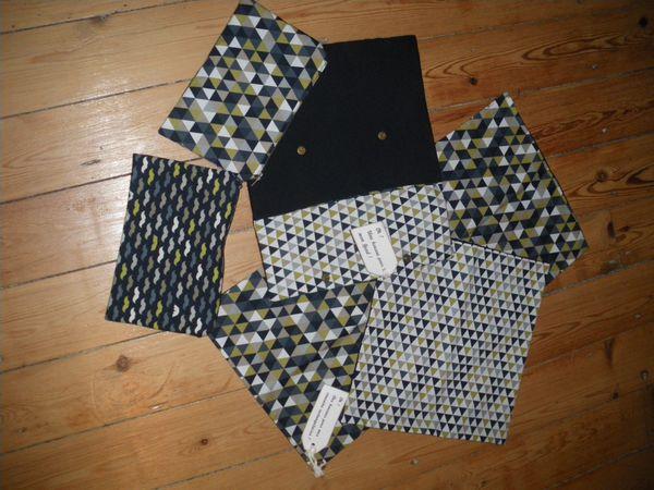des trousses, des housses, des sacs (à tarte, pour grande ou pour mini-poulette)... des pois, des triangles,des fleurs, des danseuses... des étoiles et des paillettes...