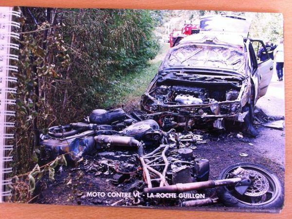 Photos par le Parisien.fr Ce livret des photos chocs d'accidents impliquant des motards a été réalisé par la préfecture du Val d'Oise. Les clichés ont été pris par les secours lors de leurs intervention. Ils datent tous de moins de 5 ans. Le livret est distribué dans les motos-écoles du département. @Préfecture Val d'Oise / SDIS