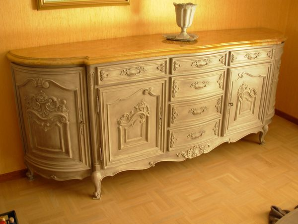 Buffet louis xv moderne merisier peint patin gris for Meubles de charme patines