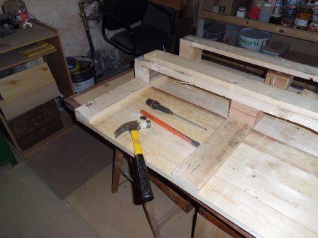 Faire une table basse avec une palette en bois tape 1 - Faire une table basse en palette ...