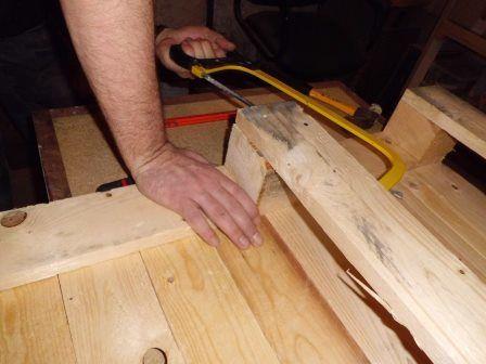 Faire une table basse avec une palette en bois etape 6 memes - Faire une table basse avec une palette ...