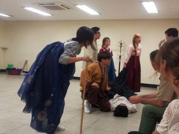 Les répétitions dans notre salle de cours (puis au sous-sol)