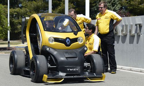 gros plan twizy renault sport f1 passion autos prestiges anciennes. Black Bedroom Furniture Sets. Home Design Ideas