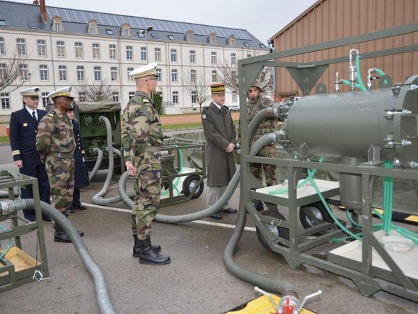Première visite de terrain au service des essences des armées