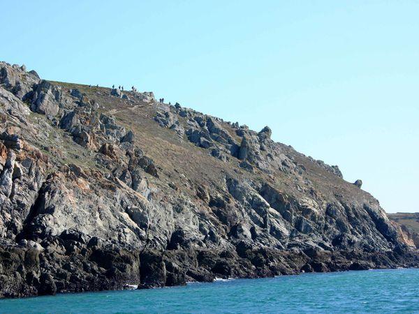 La côte rocheuse, les sentiers côtiers et la plage de la baie des Trépassés vus du Vorlen...