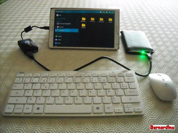Avec une souris sans fil et un disque dur externe... (LED verte allumée)