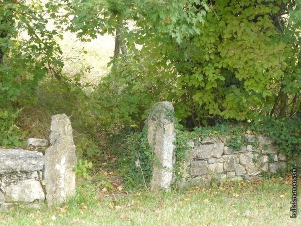 Le cimetière et le jolie muret