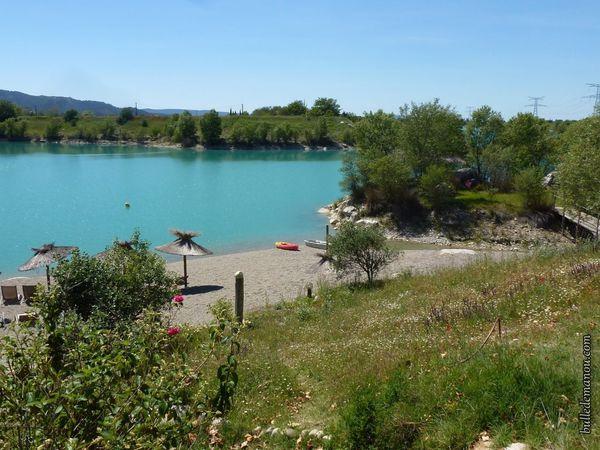 Le lac et la plage privée