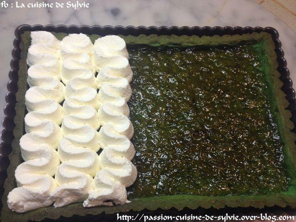 Tarte pistaches / goyave / pamplemousse confit