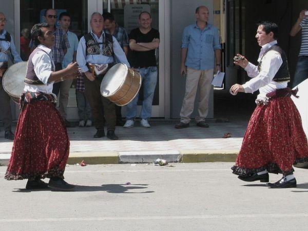 Danseurs de rue - acqueduc près de Safranbolu