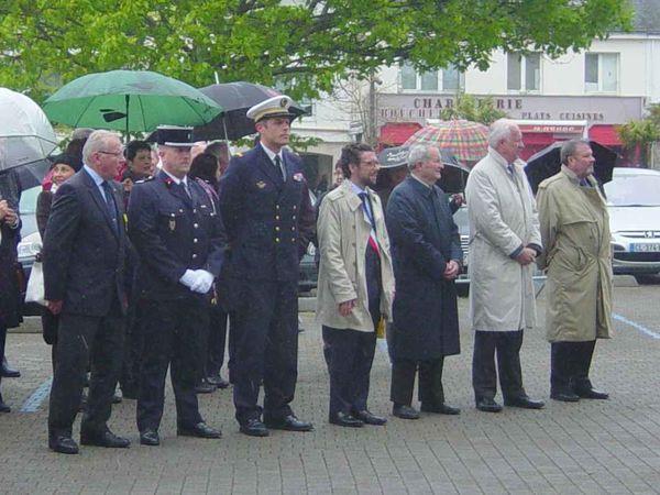 La pluie s'est invitée, ce jeudi matin, elle n'a cependant pas empêché le bon déroulement de la cérémonie.