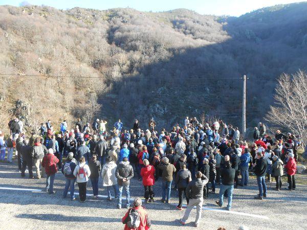 Auparavant, une première halte contée en bord de route avait rassemblé les marcheurs