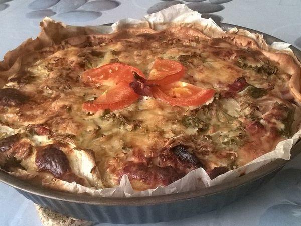 Recette de quiche aux lardons, figatelle, fromage et salade verte