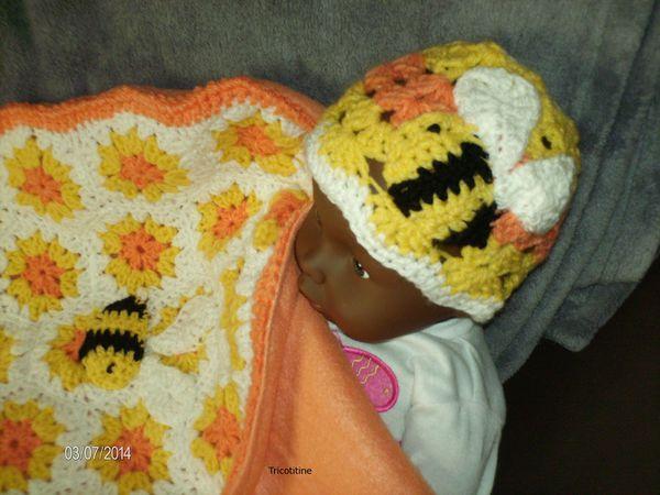 """une mignonne couverture """"ruche"""" et un bonnet assorti Je vous rassure pas de dard, ni de piqûre!!!"""
