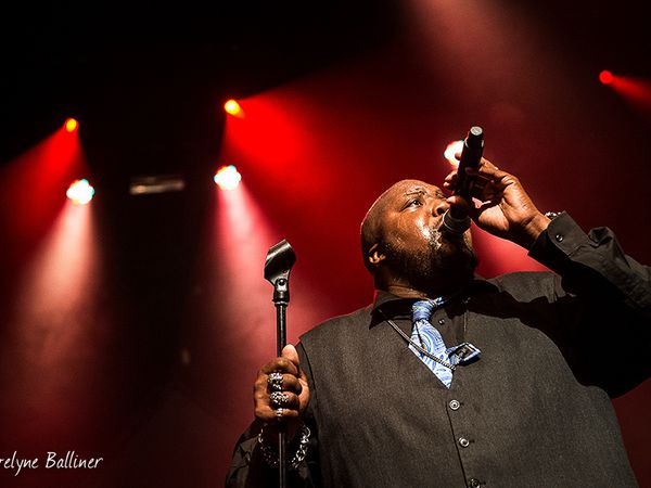 Sugaray Rayford et   Hat Fitz &amp&#x3B; Cara à la Traverse