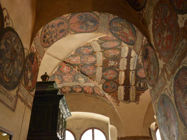 les intérieurs du palais royal, de la cathédrale Saint Guy et de la basilique Saint Georges