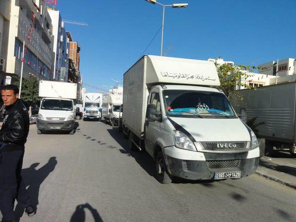 صفاقس الشاحنات تغلق جميع المفترقات الرئيسية بالولاية وشلل تام لحركة المرور