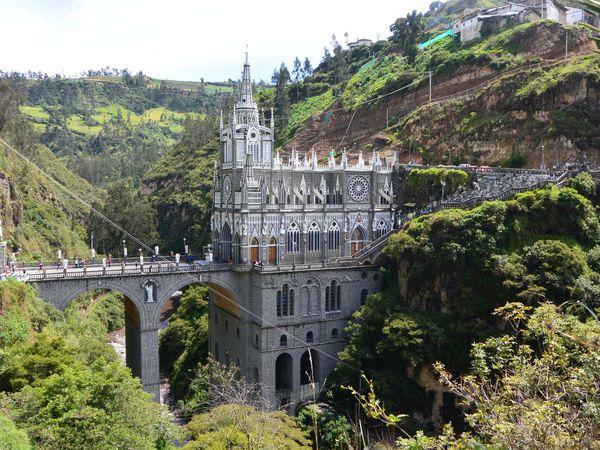 Top 5 des édifices : 1.Sanctuaire de la Lajas en Colombie, 2.Cathédrale de Mexico au Mexique, 3.Statue du Christ Redempteur au Brésil, 4.Cathédrale de Granada au Nicaragua, 5.Couvent de Santa Catalina au Pérou