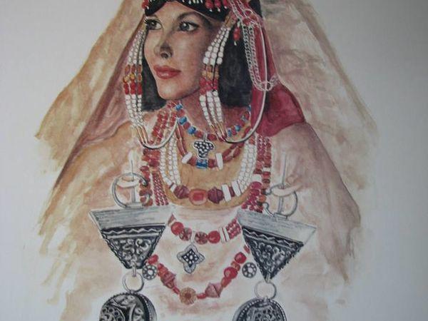 "(Dans l'ordre): ""Femme juive de la vallée du Draa"" , ""Femme juive de Tahala"" et ""Femme juive Mgouna"" de l'artiste juif marocain Benjamin Derry."