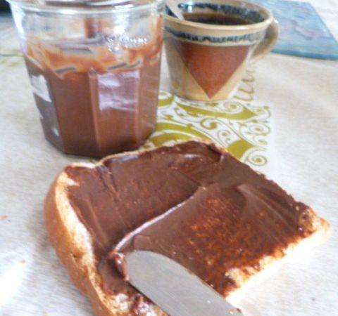 Pâte à tartiner au chocolat au lait (au lait de chèvre)