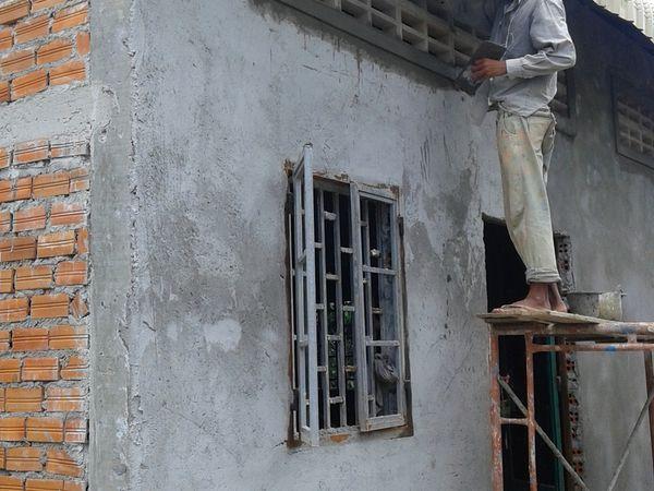 murs, toit, fenêtres, les travaux avancent !