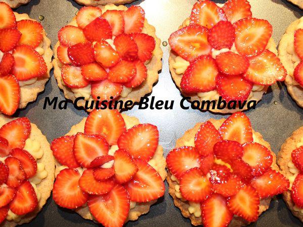 Tartelettes aux Fraises sur Sablés Sarrasin, Crème Bourbon et Sirop de Curcuma
