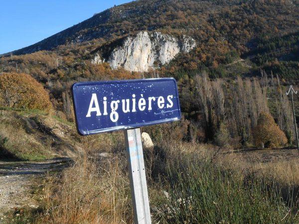 Aiguières le hameau du bout du monde, petits morceaux de neige à 750 mètres.
