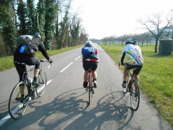 1- Séchoir à noix. 2- Brig et Gérard devant le Séquoia de Murinais. 3- Un cyclo de Tullins, ami de Brig.