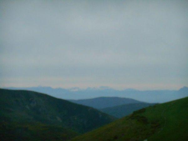 """1- Vue sur les Alpes enneigées. 2- Vue sur """"mon"""" Ventoux. 3- La voiture assistance du Colombien."""