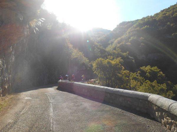 Belle et longue descente vers Aucelon, c'est tout simplement superbe, quel coin formidable.