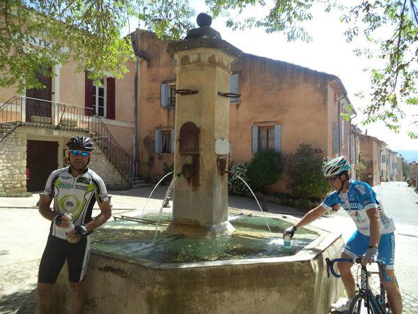 1- Fontaine Flassan (photo Rémi). 2- et 3- Rémi et J-Philippe dans la montée des Abeilles.