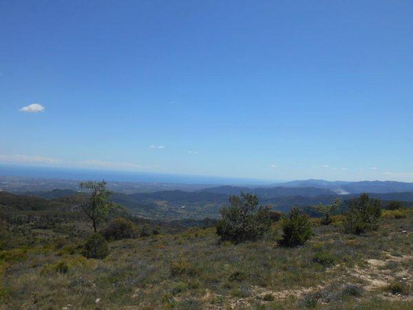Photos 1 et 2 vue sur les Pyrénées enneigées, photo 4 la méditerranée à quelques km.