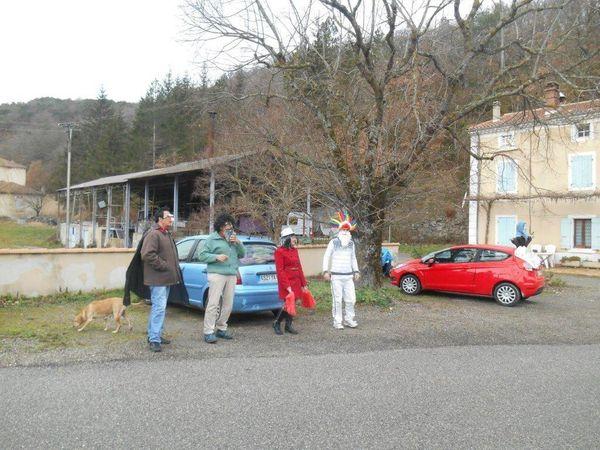 Superbe et sympathique initiative de Rémi et ses parents qui forment un comité d'accueil à Teyssières.