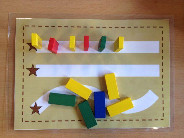 Le jeu des dominos: Placer les dominos sur les différents chemins sans les faire tomber.