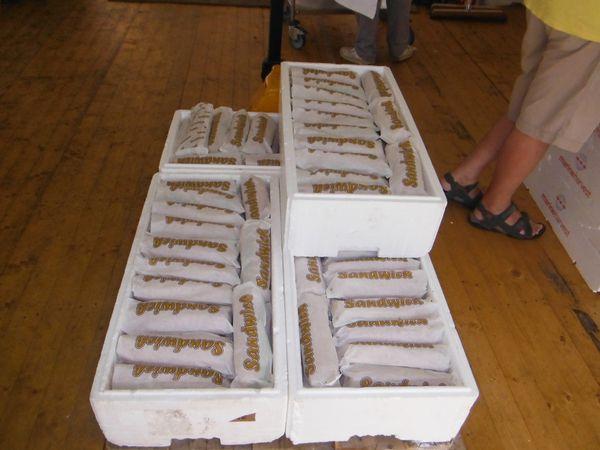 Les baguettes &#x3B; préparation des casse-croûte : viande, crudités &#x3B; et hop, c'est emballé !