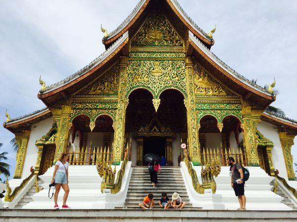 Le Vat Ho Pha Bang construit récemment, un magnifique temple doré