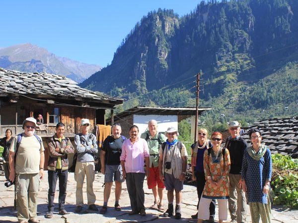 Village de Goshal, a cote de Manali, Himachal Pradesh, altitude 2000 m, Himalaya avec le groupe de trekking