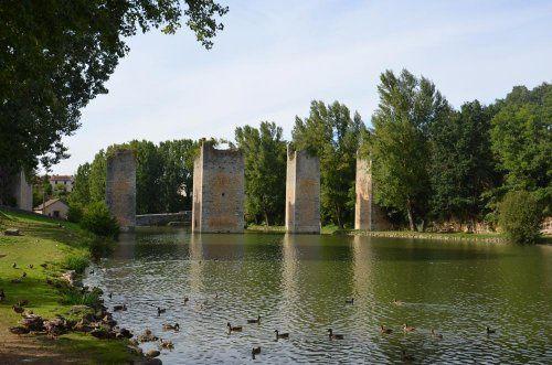 Vieux Lussac et son étang