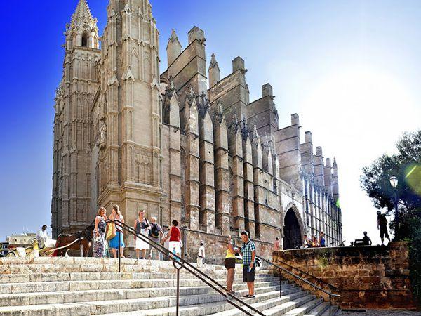 Cathédrale de Palma.  Dernière photo de M. Krausse Jean : jean.krausse@free.fr  (Un grand merci à lui de me permettre d'utiliser sa photo)