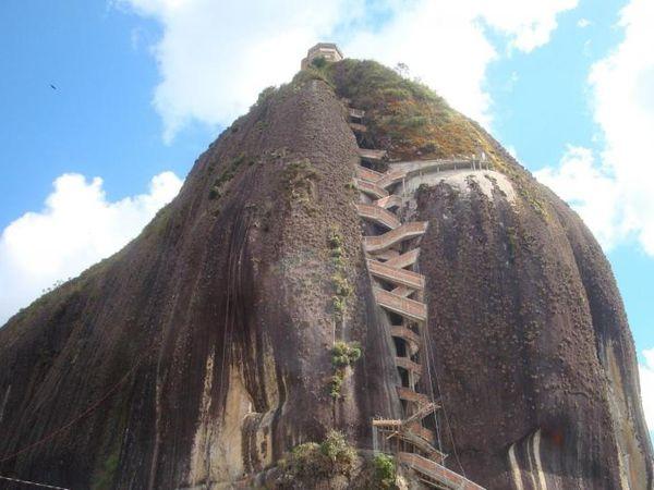 Les escaliers du Penon de Guatapé, Piedra del Penol, 649 marches, Colombie