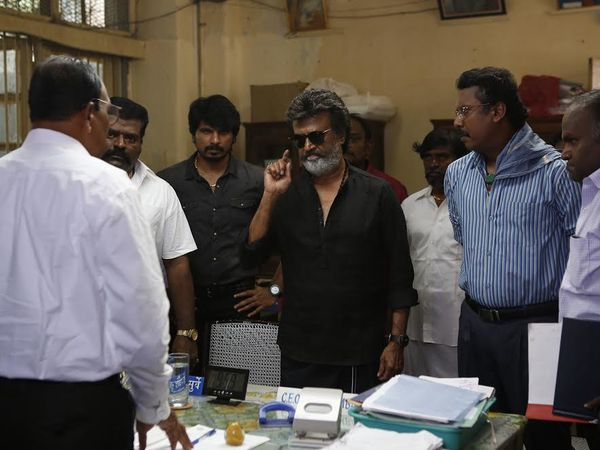 SUPERSTAR RAJNIKANTH DANS KAALA !