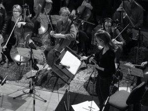 hélène blazy, une violoniste française qui se consacre à la composition et à la direction de ses oeuvres