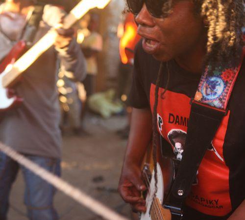 damily, le nouveau son tapsiky du sud-ouest de madagascar, le pont entre musique africaine et rock convulsif