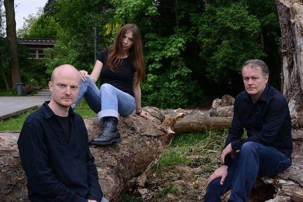 lilith duo &amp&#x3B; drums, un groupe de jazz nouvelle vague français apparu sur la scène musicale en 2002
