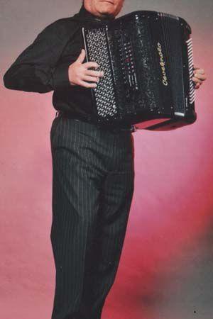 pierre maury, un accordéoniste et musicien professionnel du spectacle assurant tous types d'animations musicales