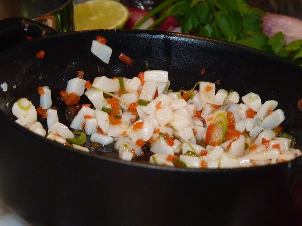 J'apprends à préparer du poisson pour mes enfants, recettes Pavillon france. Je prends le train avec des calamars, cela a failli mal tourner...