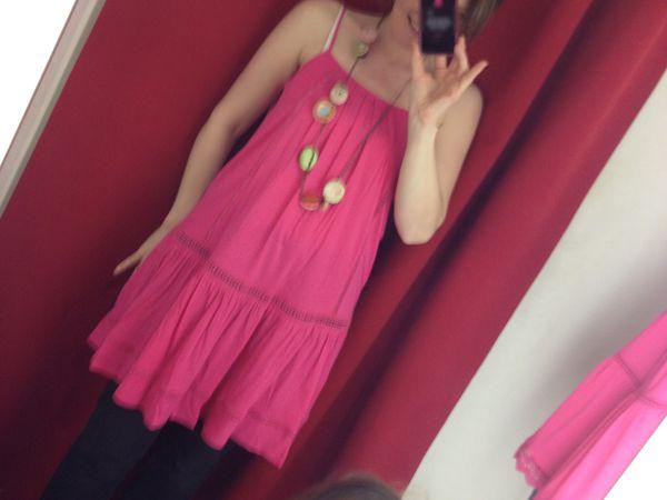 Mode maman enfants : ma selection TroiZenfantS, look mère fille robe rose fuchsia Kate, robe Dolly à petitest fleurs et top Manon à pois