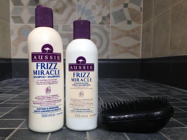 blog beauté maman : mon shampooing anti-frisottis Aussie Frizz Miracle et ma brosse Tangle Teezer