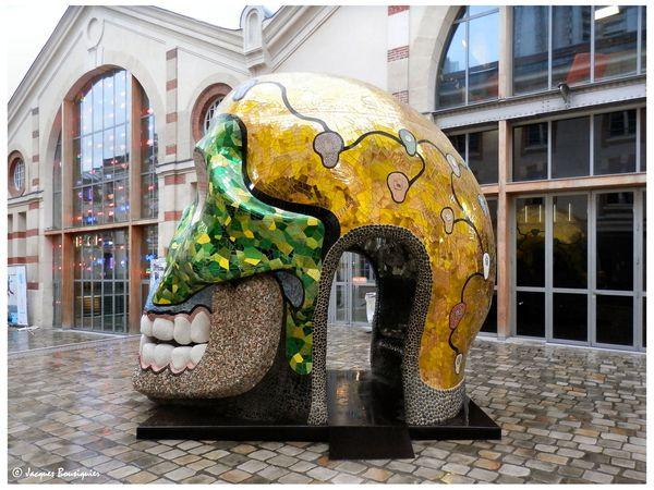 La Cabeza de Niki de Saint Phalle au 104